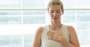 هل تتنفس من فمك أثناء النوم؟ اعرف الأضرار وإزاي تعالج انسداد أنفك